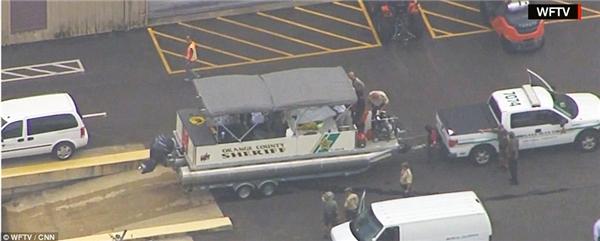 Sau 18 giờ tìm kiếm không ngưng nghỉ, đội ngũ cứu hộ đã tìm thấy thi thể cậu bé. (Ảnh CNN)