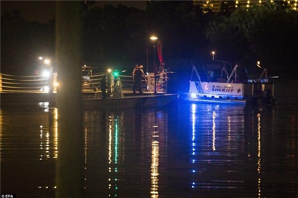 Đội cứu hộ đã làm việc suốt đêm để tìm kiếm tung tích cậu bé. (Ảnh EPA)