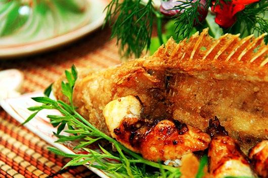 """Ẩm thực Phú Quốc - Cá mú nướng mọi  - """"tuyệt phẩm"""" khó kềm lòng nổi."""