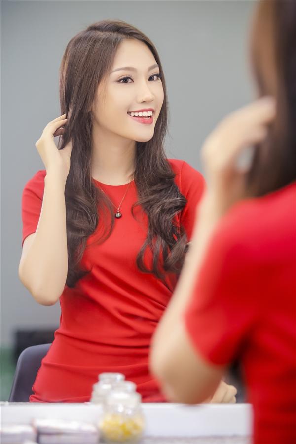 Dù nhận được khá nhiều lời mời gia nhập các công ty giải trí, hay trình diễn thời trang, đi sự kiện, nhưng Phương Linh vẫn chưa sẵn sàng để trở thành người showbiz. Song song với các hoạt động giải trí, cô sẽ tiếp tục theo đuổi việc học để thực hiện ước mơ làm bác sĩ.