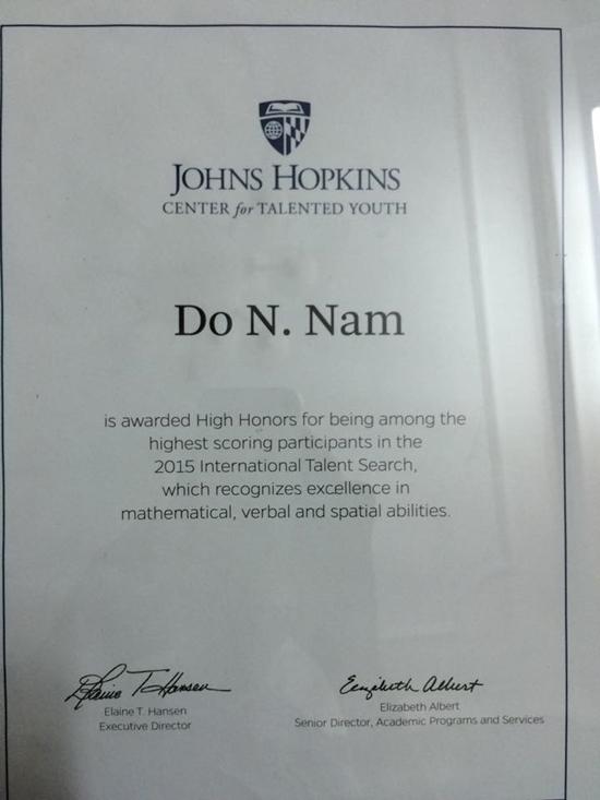 Giấy khen của Trung tâm đào tạo tài năng trẻ John Hopkins vì đạt thành tích xuất sắc trong Toán học, diễn thuyết và Hình học không gian. (Ảnh: Internet)