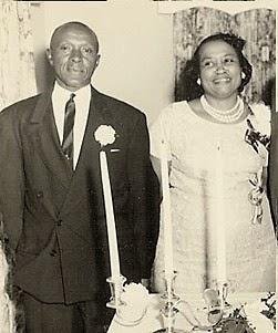 Kết hôn vào ngày 13/5/1924, cặp đôi đến từ North Carolina này đã cùng nắm tay nhau đi đến Kỉ lục Guinness thế giới về cuộc hôn nhân lâu nhất vào năm 2008, sau 84 năm chung sống.(Ảnh: Internet)