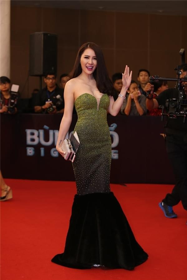Quế Vân diện váy đuôi cá kết hợp chi tiết đính kết sang trọng của nhà thiết kế Lý Quí Khánh.