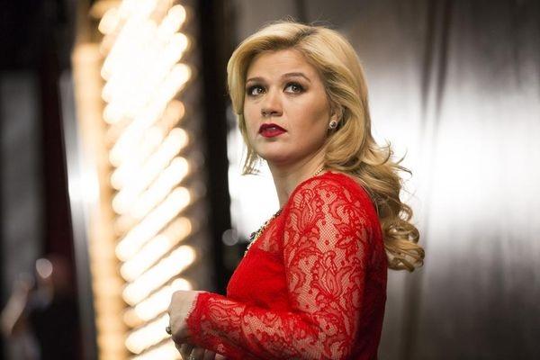 Kelly Clarkson: Khánh Ly