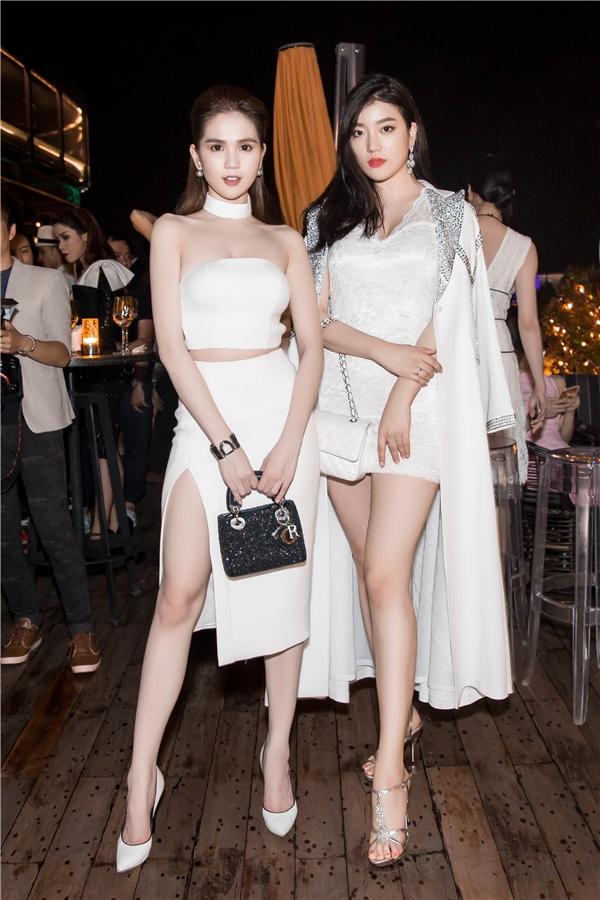 Nữ người mẫu đọ dáng cùng Hoa hậu Thế giới Hàn Quốc 2015 Wang Hyun. Dù thua thiệt về chiều cao nhưng nhan sắc của Ngọc Trinh thì không hề kém cạnh.