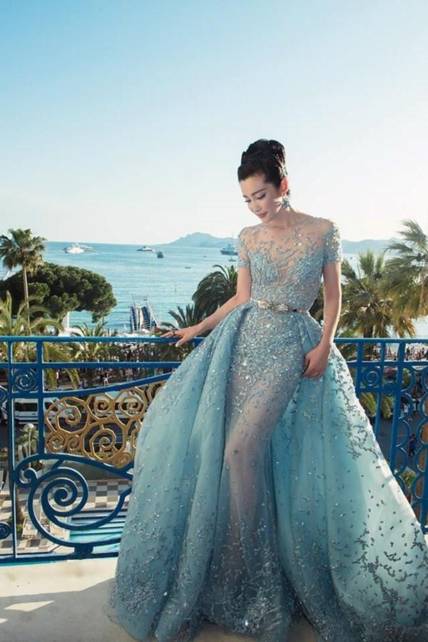 Nghi án Ngọc Trinh diện váy nhái của Lý Băng Băng