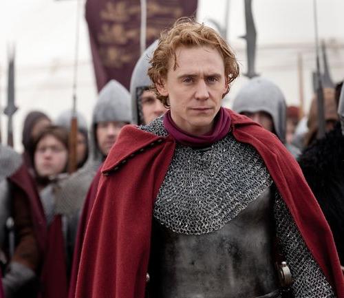 Tom Hiddleston thủ vai Vua Henry IV. (Ảnh: Internet)