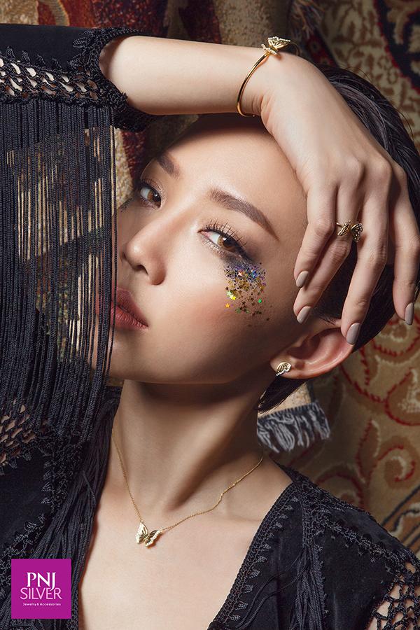 Phóng khoáng với thiên nhiên cùng Tóc Tiên trong Fashion Video mới