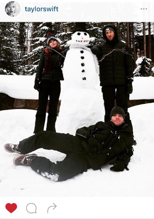 Một lần nữa, anh chàng người tuyết lại là nạn nhân bất đắc dĩ khi lại bị xóa khỏi tài khoản của Taylor.