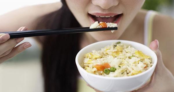 Chế độ dành cho người Châu Á là cơm trắng kết hợp với rau củ. (Ảnh: Internet)