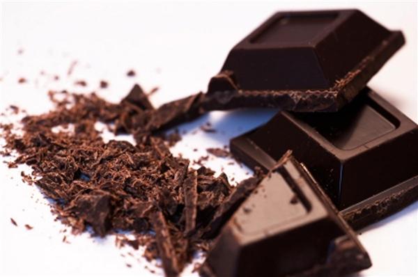 Bạn nên ăn socola đen thay vì đồ ngọt. (Ảnh: Internet)