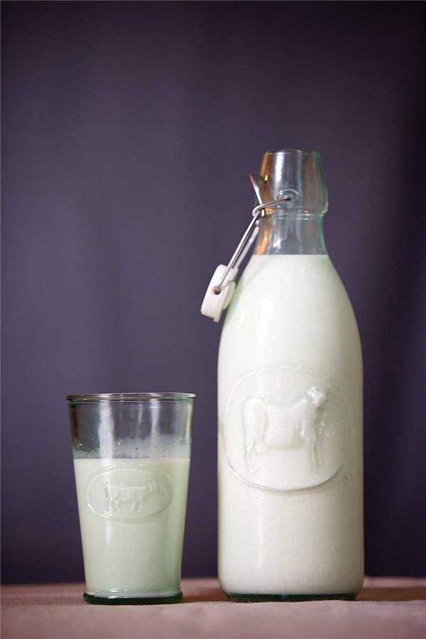 Ly sữa tách kem cho bữa phụ là sự lựa chọn tuyệt vời. (Ảnh: Internet)