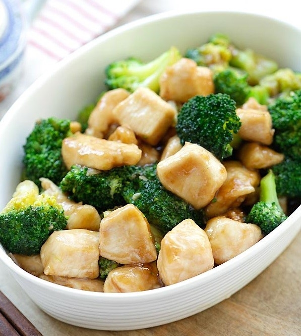 Thịt gà với rau cải cho bữa tối nhẹ nhàng. (Ảnh: Internet)