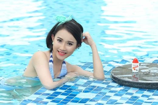 Điệu với phụ kiện đi bơi ngày hè