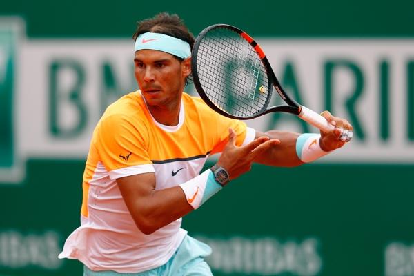 Rafael Nadal, vận động viên quần vợt nổi tiếng với những pha xử lý bằngtay trái cực khéo léo.