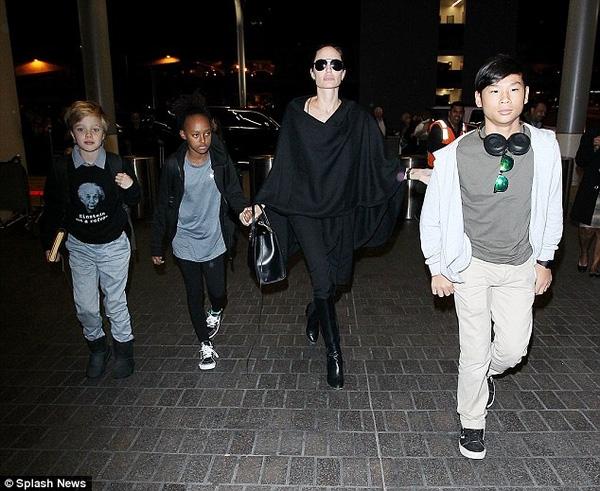Angelina Jolie hạnh phúc bên các con. (Ảnh: Internet)