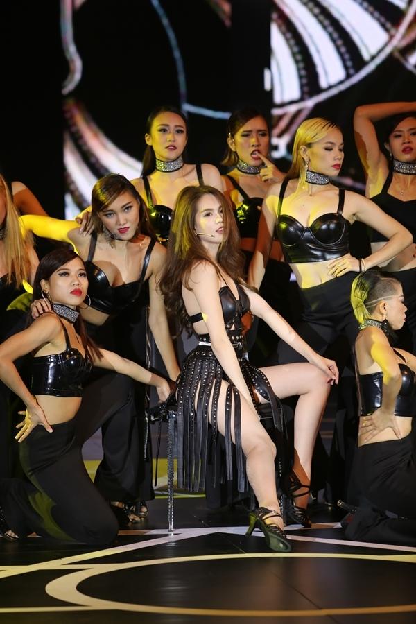 Tuy nhiên rất nhiều người nhận ra nữ diễn viên Vòng eo 56 và Minh Trung hát lipsync. - Tin sao Viet - Tin tuc sao Viet - Scandal sao Viet - Tin tuc cua Sao - Tin cua Sao