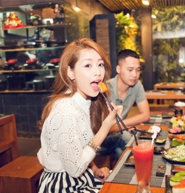 Tương tự, nữ diễn viên Chi Pu luôn biết cách giữ gìn hình ảnh cá nhânkhi tham dự những bữa tiệc sang trọng và sự kiện truyền thông. - Tin sao Viet - Tin tuc sao Viet - Scandal sao Viet - Tin tuc cua Sao - Tin cua Sao
