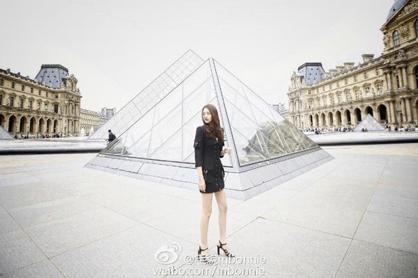Cô thường xuyên chia sẻ những hình ảnh tuyệt vời của mình sau chuyến đi du lịch.