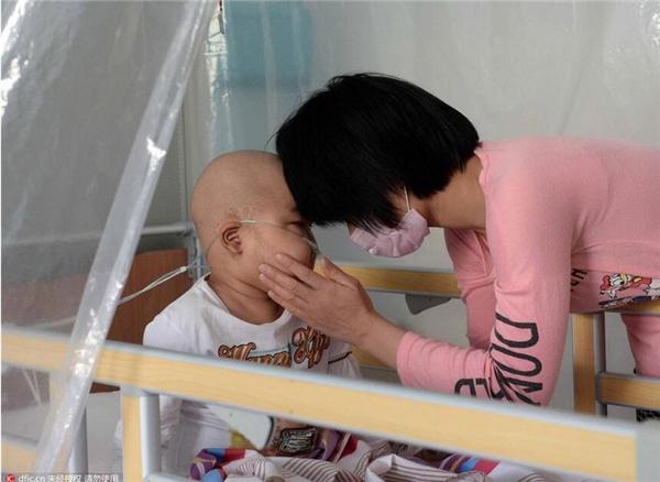 Con trai cô chỉ mới 5 tuổi và được chuẩn đoán là bị mắc hội chứng tế bào máu.