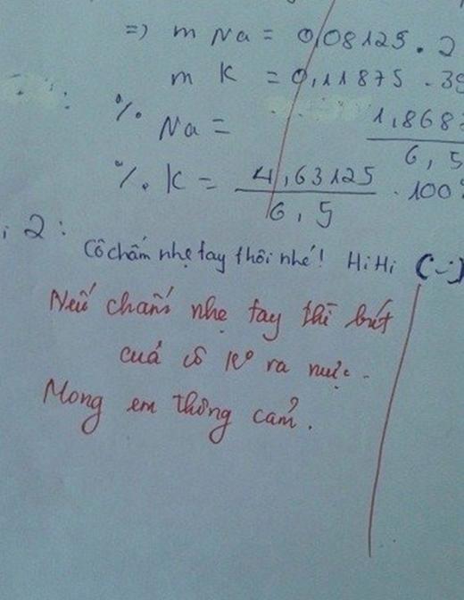 Bút của cô không ra mực thì nhất định em không có điểm, nhưng cô mà chấm mạnh tay thì... biết em còn được bao nhiêu điểm?