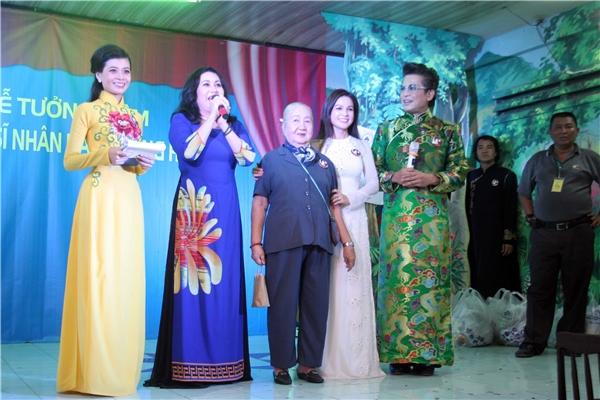 Sau nhiều năm xa quê, nghệ sĩ Thanh Hằng trở về nước hoạt động nghệ thuật, cô bày tỏ sự xúc động khi nhớ lại kỉ niệm cùng người nghệ sĩ tài hoa của ngành cải lương.