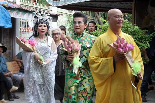 Dù không phải là nghệ sĩ cải lương, nhưng Thanh Bạch là người đã đứng ra vận động nhiều nguồn tài trợ để có được ngày giỗ Má Bảy Phùng Há thật ấm cúng.