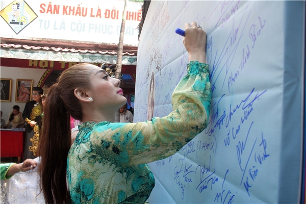 Phi Nhung, Khánh Thi, Lâm Chi Khanh tưởng nhớ bà Tổ ngành cải lương