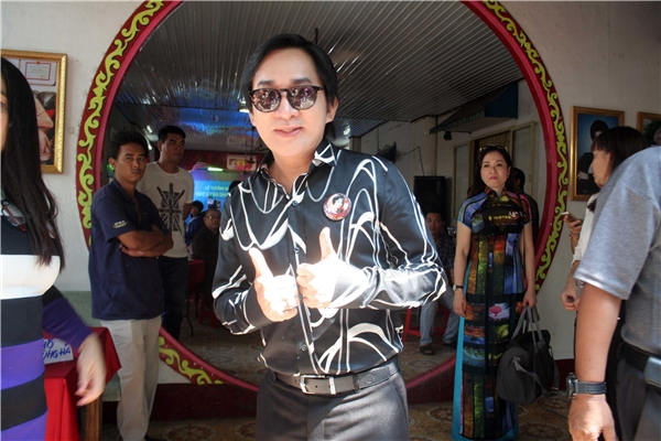 Nghệ sĩ cải lương Kim Tử Long hội ngộ đồng nghiệp cùng ôn lại kỉ niệm về NSND Phùng Há.