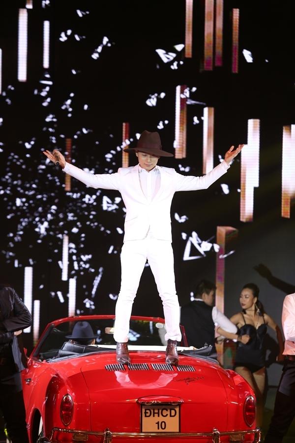 Trúc Nhân gây ấn tượng trên sân khấu với giọng hát đầy nội lực cùngmàn vũ đạo độc đáo. - Tin sao Viet - Tin tuc sao Viet - Scandal sao Viet - Tin tuc cua Sao - Tin cua Sao