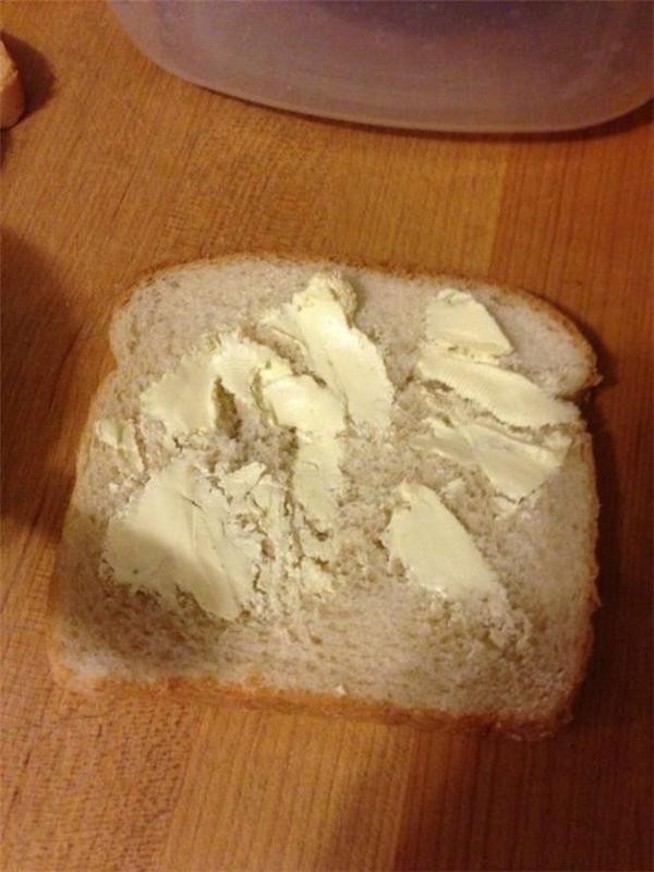 Miếng sandwich khô khốc thế này ai ăn cho nổi.