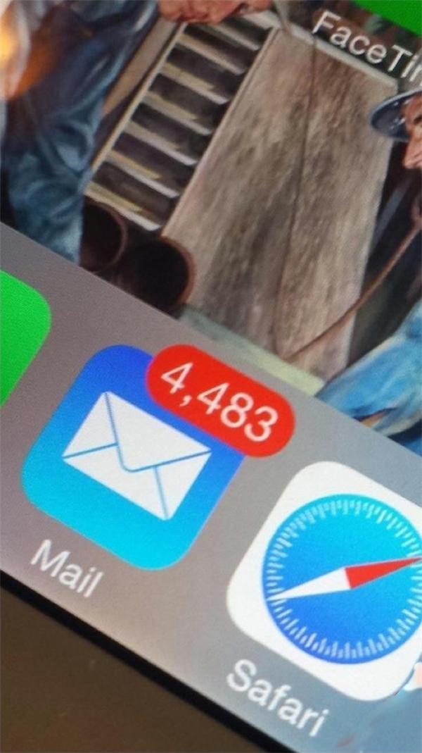 Mong chờ tin nhắn quan trọng và cuối cùng nhận được hàng ngàn tin rác.
