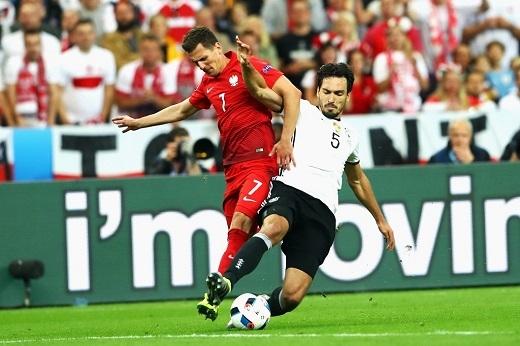 Mats Hummels thực hiện 4 lần tắc bóng thành công và chuyền bóng chính xác đạt tỉlệ 92%.