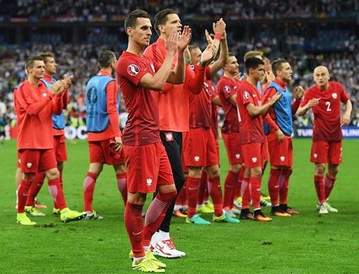Sau trận đấu, các cầu thủ Ba Lan tỏ ra hài lòng khi có 1 điểm trước đối thủ được đánh giá mạnh nhất bảnglà ĐT Đức.