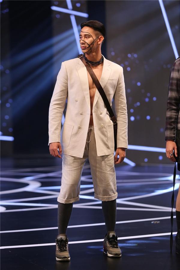 Trong khi đó, các thiết kế dành cho nam giới của Trần Minh Dũng lại hướng đến tinh thần tối giản, ứng dụng cao.