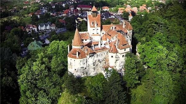 Lâu đài Poenari tại Romania nơi mà ác quỷ Dracula từng sống và bị giết.(Ảnh: Internet)
