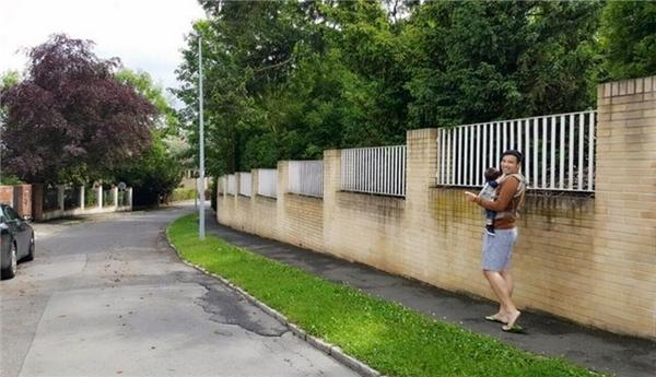 Con đường dẫn từ cổng vào đến căn nhà thường được Thu Minh và chồng dùng để tản bộ, thư giãn. - Tin sao Viet - Tin tuc sao Viet - Scandal sao Viet - Tin tuc cua Sao - Tin cua Sao