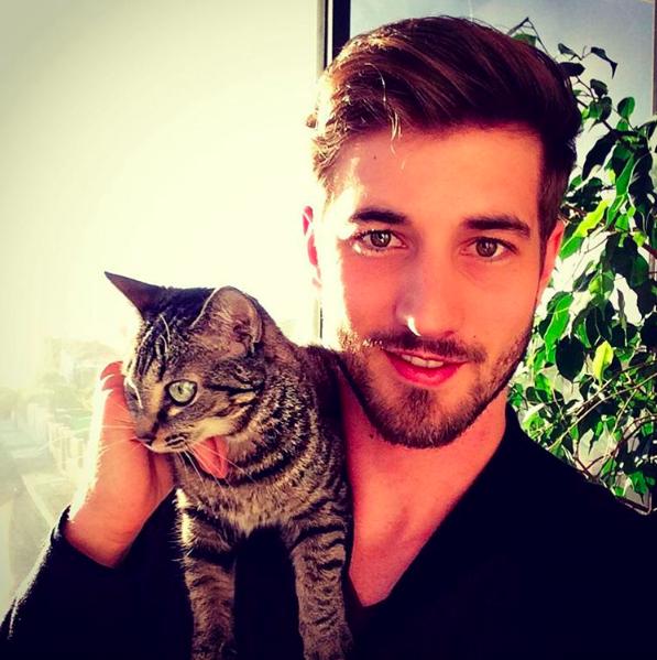 Loạt ảnh trai đẹp thế giới chụp với mèo: Bạn gái có thể không có, nhưng mèo nhất định phải nuôi 1 con!