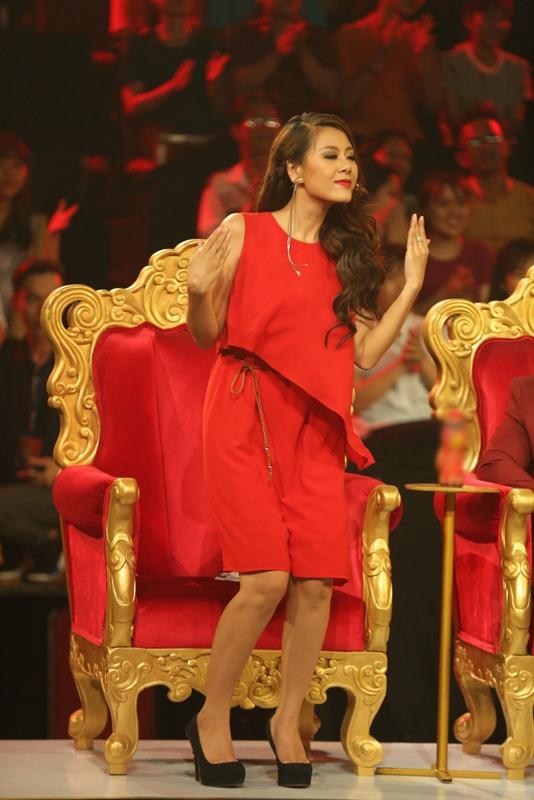Với những lời khen của NSND Ngọc Giàu, haikiều nữ Nam Thư và Puka – như thường lệ - đã chạy ra trước mặt của giám khảo Kiều Oanh để thuyết phục chị cho điểm thí sinh cao.