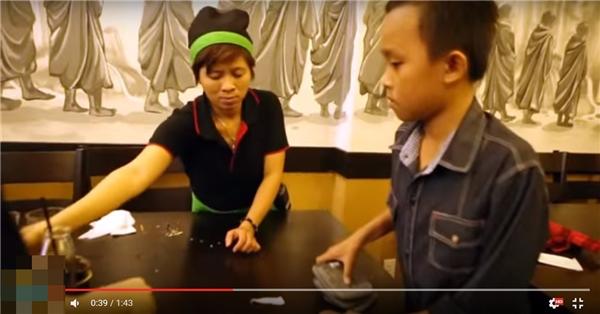 Hành động bất ngờ của Hồ Văn Cường khiến Phi Nhung ngỡ ngàng - Tin sao Viet - Tin tuc sao Viet - Scandal sao Viet - Tin tuc cua Sao - Tin cua Sao