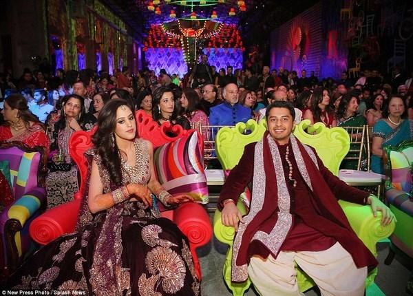 Khoản tiền khổng lồ này chi trả cho tất cả các hoạt động trong lễ cưới như trang hoàng nơi tổ chức tiệc cưới, mời các ngôi sao ca nhạc nổi tiếng đến tham gia và bao chi phí khách sạn hạng sang cho 500 khách mời.