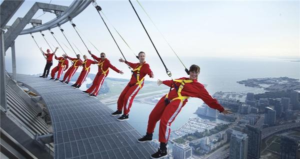 Trải nghiệm độ cao có một không hai tại tháp CN. (Ảnh: Internet)