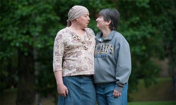 Ảnh chụp Jamie Shupe bên người bạn đời Sandy Shupe.(Ảnh: Guardian)