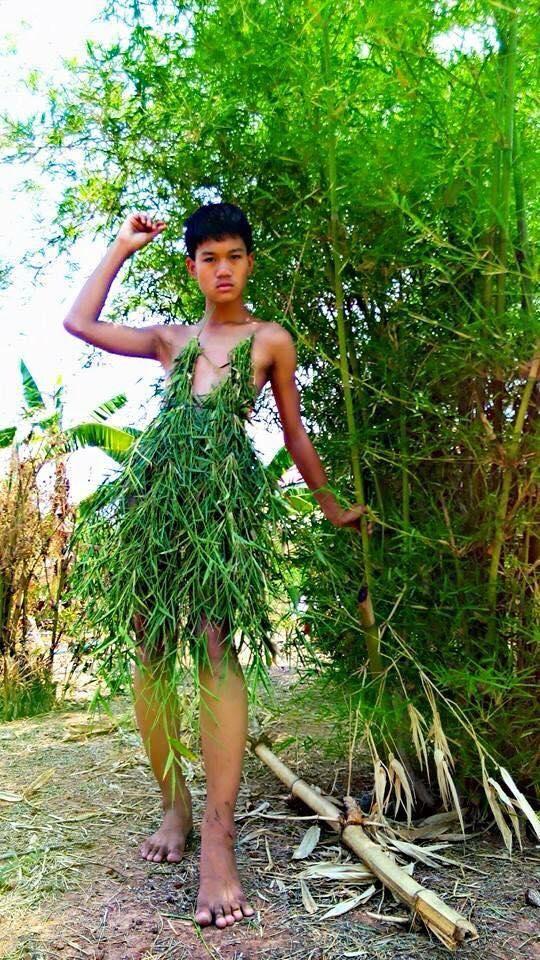 Thời trang của Madaew được làm từ những vật liệunhư lá chuối, lá tre, mái tôn, vải màn...