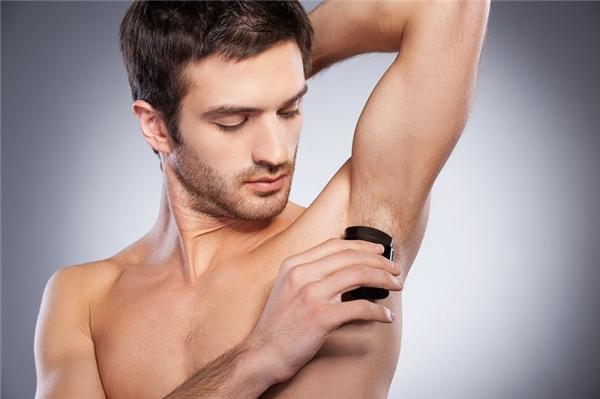 Lăn khử mùi là vật dụng mà hầu như chàng trai nào cũng có. (Ảnh: Internet)