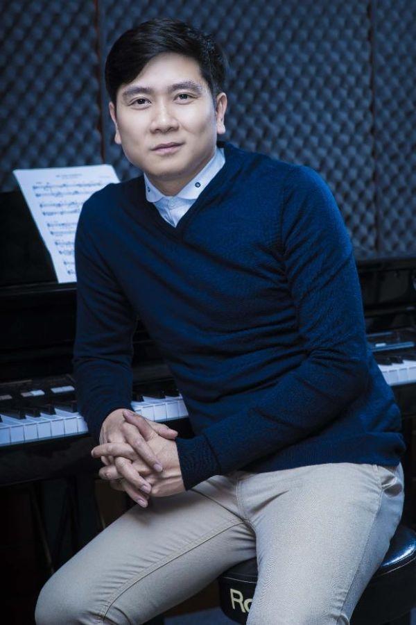 """Nhạc sĩ họ Hồ chia sẻ: """"Làm âm nhạc là công việc thường ngày của tôi nhưng đến với Hoa Hậu Việt Nam lần này tôi rất phấn khích, vì tôi sẽ dùng kinh nghiệm của mình để góp phần vào những thay đổi mới của chương trình""""."""