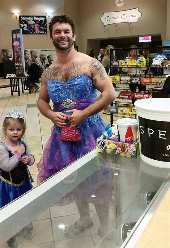 """Con là công chúa của bố, bố là """"nữ hoàng"""" của lòng con... (Ảnh: Internet)"""