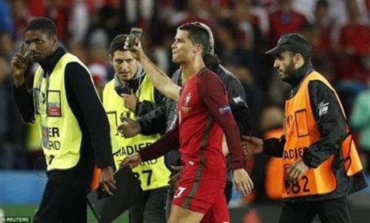 Ronaldo không hài lòng với màn trình diễn của Bồ Đào Nha. Ảnh: Internet.