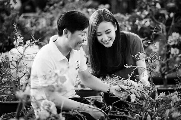 """Angela Phương Trinh khiến fan cảm động vì dòng chia sẻ chân thành về cha:""""Tôi càng lớn bao nhiêu, cha lại càng tuyệt vời bấy nhiêu..."""" - Tin sao Viet - Tin tuc sao Viet - Scandal sao Viet - Tin tuc cua Sao - Tin cua Sao"""