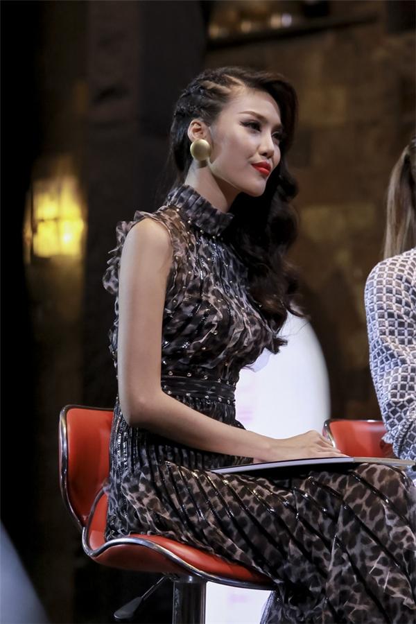 Phạm Hương, Lan Khuê - câu chuyện dài kì tại The Face Vietnam 2016